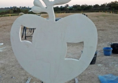 Escultura Móvil Manzana Corazón-Jesusmasantra
